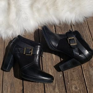 Clark's 9M Heeled Ankle Bootie Buckle Leather